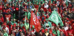 Die rechtsliberale Regierung plant drastische Kürzungen und eine Verlängerung der Arbeitszeit. Dagegen wird in Belgien demonstriert.(Ein Generalstreik wäre besser)