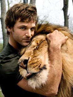 Touch, LOVE in the face of the big cat, lion getting a hug. Now this is something to visualize of love and animals being cared for. Dave Salmoni, Canadian animal trainer hugging a lion. Beautiful Cats, Animals Beautiful, Gorgeous Men, Animals And Pets, Cute Animals, Wild Animals, Tier Fotos, Big Cats, Beautiful Creatures