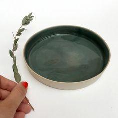 petite assiette verte en céramique