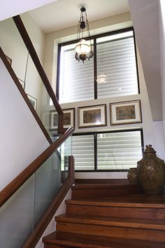 A Two-Storey House with Proud Filipino Design Small Apartment Living, Small Apartments, Tropical Interior, Tropical Design, Filipino House, Philippines House Design, Philippine Houses, Two Storey House, Modern Staircase