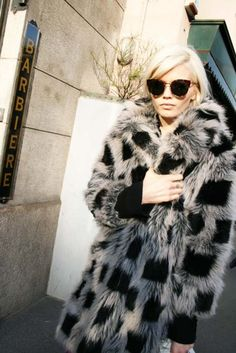 Abbey Lee Kershaw in Fur Coat Style Work, Mode Style, Style Me, Carrie Bradshaw, Fur Fashion, Look Fashion, Fashion 2014, Fashion Clothes, Street Fashion