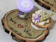 Pour nos invités : Petits pots de m&m's avec petits cup cake sur rondins de bois