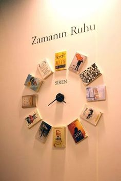 12 Unbelievable Decoration Ideas With Old Books - HomelySmart Book Clock, Diy Clock, Cafe Interior Design, Cafe Design, Book Cafe, Deco Originale, Creation Deco, Library Displays, Library Design