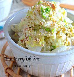 鍋に煮物に大活躍の「白菜」ですが、実はサラダでも美味しく食べられちゃうんです。白菜のシャキシャキした食感は箸休めにもオススメ!おもてなしにも使えるオシャレなレシピもたくさんありますよ。