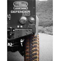 泥が似合うタイヤ(笑) . . #vscocam#vsco #defender #landrover #classic#classiccar #4x4#4x4offroad #blackandwhite #ディフェンダー #タイヤ #エコタイヤってなんですか? #ゴツゴツタイヤ好き