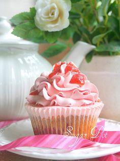 strawbery compote cupcake