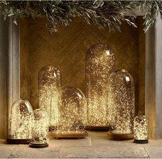 Decoratie met kerstverlichting onder stolpen
