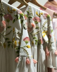 Embroidery Designs Fashion Pattern Haute Couture Ideas For 2019 Embroidery Fashion, Modern Embroidery, Embroidery Hoop Art, Hand Embroidery Designs, Floral Embroidery, Beaded Embroidery, Embroidery Stitches, Embroidery Patterns, Machine Embroidery