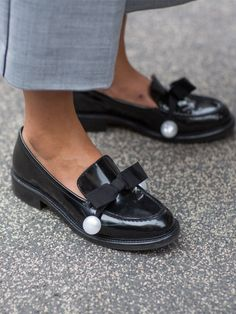 Les mocassins Emporio Armani Milan, Men Dress, Dress Shoes, Street Style, Fashion Week, Emporio Armani, Loafers Men, Boat Shoes, Oxford Shoes