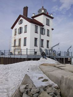 "Lorain Lighthouse Foundation in Ohio - ""Jewel of the Port®"" Lorain Ohio, Lighthouse Photos, Beacon Of Light, Light Of The World, Light House, Windmills, Sailboats, Great Lakes, Beautiful Lights"