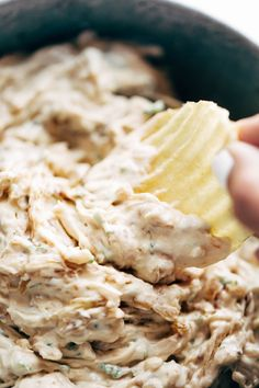 Caramelized Onion Dip - Pinch of Yum Caramelized Onion Dip - simple party goodness. Appetizer Dips, Best Appetizers, Appetizer Recipes, Carmelized Onion Dip, Caramelized Onion Recipes, Cheesecake Dip, Ina Garten Cheesecake Recipe, Tostadas, Ketchup