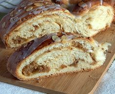 sweet bread filled with marzipan with translation