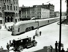 back-then:The New York Central Streamliner Mercury passes. back-then: The New York Central Streamliner Mercury passes through Syracuse City Hall (New York) 1936 Kustomblr Vintage Car Classic Car Antique Car Old Car Central Park New York, New York Central Railroad, Central City, Orient Express Train, Deco Cars, Zelt Camping, New York City Hall, Train Art, Old Trains
