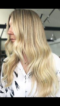 Hair by Monique MISSY Veyret #edwardsandco #missyveyret #sunkissed #balayage #hustle #highlights #elevenaustralia #olaplex #sydneyhairdresser #blondespo #hairofinstagram #balayagedandpainted #balayageartists #hairtrend2018 #hairpainters #trend #picoftheday #ghdhair_anz #maneenvy #livedinhair #hairgoals #sydneystylist #humpday #travellingstylist #styleartists #stylist #btc #ghdhair #australian #bestofbalayage #sydney #elevenedu