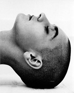 Sinéad O'Connor, Malibu, 1990 by Herb Ritts (Am./LA Jew fashion photographer b. 2002 due pneumonia & HIV+) (b&w portraits in classical Greek sculpture emphasized human shape) photo Richard Gere, then Brooke Shields & Olivia NJ for album Physical) Marlon Teixeira, Viviane Sassen, Herb Ritts, Celebrity Portraits, Look At You, Famous Faces, Belle Photo, Black And White Photography, Famous People