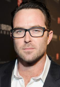 Sullivan Stapleton. How did he get twice as sexy with these glasses?