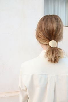 Circle Pony Tie in Brass | hairstyle inspiration | pinterest @softcoffee