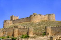 Castillo de Berlanga del Duero (Soria) Monuments, Walled City, Fortification, Spain And Portugal, Architecture Old, Medieval Castle, Monument Valley, Cathedral, Scenery