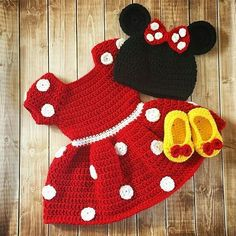 Minnie Mouse Inspired Costume/Minnie Mouse Hat/ Minnie Mouse Costume Available in Newborn to . Minnie Mouse Inspired Costume/Minnie Mouse Hat/ Minnie Mouse Costume Available in Newborn to 18 Month Size- MADE TO ORDER - - Costume Minnie Mouse, Minnie Mouse Kostüm, Disfraz Minnie Mouse, Crochet Minnie Mouse Hat, Crochet Disney, Crochet Beanie, Crochet Hats, Yarn Sizes, Crochet Baby Dresses