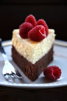 If you cant decide between Brownies and Cheesecake = Brownie-Cheesecake! Desserts Végétaliens, Chocolate Desserts, Delicious Desserts, Dessert Recipes, Yummy Food, Dessert Blog, Camping Desserts, Raspberry Chocolate, Chocolate Chocolate