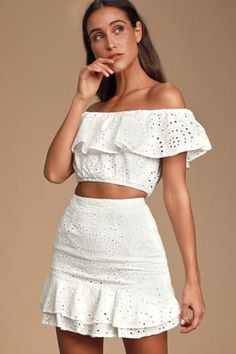 The Lulus Playa de Isla White Eyelet Lace Ruffled Mini Skirt is vacay ready! Fun flirty cotton mini skirt with eyelet embroidery and a tiered, ruffled hem. White Skirt Outfits, Girly Outfits, Cute Casual Outfits, Fashion Outfits, Women's Casual, 90s Fashion, Fashion Ideas, Fashion Tips, Cute Skirts