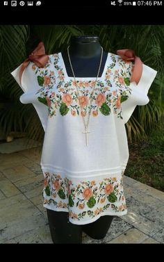 BH Embroidered Clothes, Mexican Art, Quilted Jacket, Embroidery Patterns, Floral Tops, Cross Stitch, Jelly Rolls, Tunic Tops, Textiles