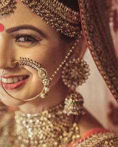 I am sure you too can't get your eyes off this gorgeous bride . Wedding Jewellery Designs, Indian Wedding Jewelry, Indian Bridal, Bridal Jewelry, Gold Jewelry, India Jewelry, Enamel Jewelry, Dainty Jewelry, Opal Jewelry