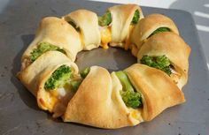 Chicken and Broccoli Crescent Roll Ring :: Can't wait to try everything on this Buzzfeed list of recipes using crescent rolls!
