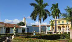 Trinidad gilt zu Recht neben Havanna als DER Touristenhotspot auf Kuba. Als Besucher fühlst du dich zurückversetzt in die Kolonialzeit, kannst aber gleichzeitig deine Seele an karibischen Stränden baumeln lassen.   #Casa Particular #Karibik #Kolonialstil #Kuba #Mietwagen #Pferdekutschen #Playa Ancon #Plaza Mayor #Strand #Trinidad