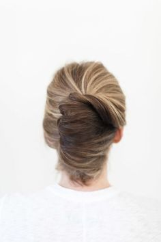 Beautiful twist: http://www.stylemepretty.com/living/2015/06/01/chic-and-classic-french-twist/ | Photography: Ruth Eileen - http://rutheileenphotography.com/