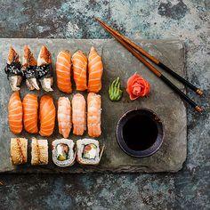 Vom Geheimtipp bis zum Evergreen. Wir zeigen unsere liebsten Sushi-Lokale in Wien. Sushi Restaurants, Restaurant Bar, Sushi Night, Lokal, Sushi Design, Vienna, Vancouver, Bucket, Yummy Food
