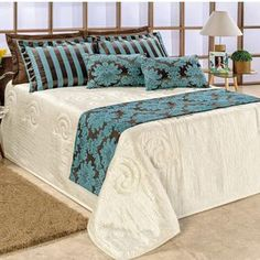 Hotel Bed, Bedspread, Comforters, Kids Room, Interior Decorating, Relax, Room Decor, Blanket, Pillows