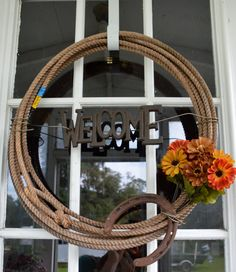 Roping Wreath, super cute way to use up some old ropes kicking around the barn! Western Crafts, Western Decor, Country Decor, Rustic Decor, Western Wreaths, Rustic Wreaths, Country Wreaths, Diy Projects To Try, Home Projects
