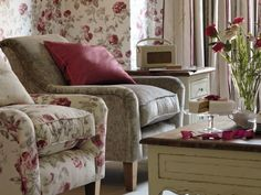 Flower Decorations In A Minimalist And Classic Living Room Laura Ashley Chairs, Classic Living Room, Red Interiors, Take A Seat, Entertainment Room, Shabby Chic Decor, Home Furniture, Sweet Home, House Design