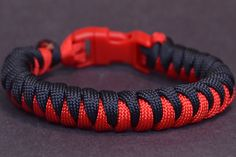 "How to Make the ""Corkscrew"" Paracord Survival Bracelet - BoredParacord"