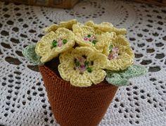 Yellow, Pink and Sparkly: Pot of Primroses, meer voor de gehaakte pot dan voor de primula's