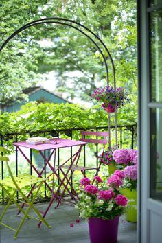 Place à la douceur ! Jolis pots, plantes fleuries qui dansent... de quoi apporter du charme à votre balcon.