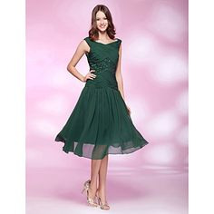 Homecoming Cocktail Party/Holiday/Wedding Party Dress - Dark Green Plus Sizes A-line/Princess Bateau Knee-length Chiffon – USD $ 94.99