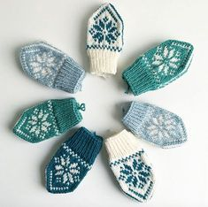 Ravelry: SelbuBaby pattern by Tonje Haugli Diy Knitting Projects, Kids Knitting Patterns, Knitting For Kids, Loom Knitting, Baby Mittens, Crochet Mittens, Mittens Pattern, Knitted Gloves, Baby Dress Patterns