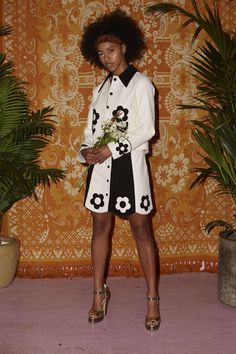 70s Outfits, Cool Outfits, Vogue Paris, 70s Inspired Fashion, 70s Aesthetic, White Mini Skirts, Sixties Fashion, Napa Leather, Black Women Fashion