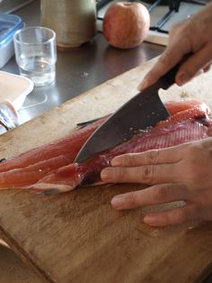 桜鱒に刃をいれる Fish, Meat, Pisces