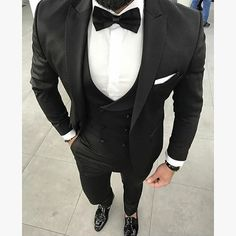 mens wedding suits for hot weather Costume Homme 3 Pieces, Style Costume Homme, Groomsmen Suits, Men's Suits, Cool Suits, Linen Suits For Men, Best Suits For Men, Tuxedo Suit, Tuxedo For Men