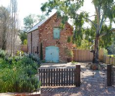 It may look like it was built over a century ago but when it comes to this brick barn on the outskirts of Castlemaine, VIC looks can be deceiving.