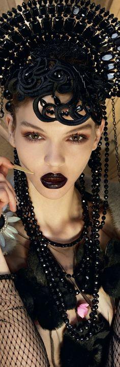 | KeepSmiling | BeStayClassy Dark Beauty, Gothic Beauty, Dark Fashion, Gothic Fashion, Steampunk Accessoires, Ideas Joyería, Costume Makeup, Headgear, Headdress