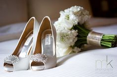 lovely shoes....badgley mischka. Cream stock and rose bouquet.