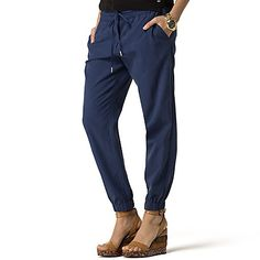 Tommy Hilfiger women's pant. The perfect blend of comfort and ease, our jogger was designed with lyocell in the mix for an extra soft drape. Perfect for the beach, plane, weekend… you name it.<br>• Classic fit<br>• 65% tencel, 35% cotton.<br>• Drawstring elastic waist, slash pockets, elastic cuffs. <br>• Machine washable<br>• Imported.<br>