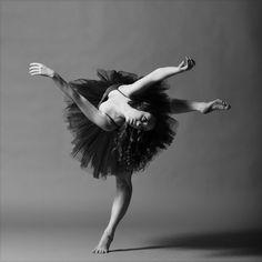 O fotógrafo, coreógrafo e dançarino Christopher Peddecord traz belas imagens de pessoas dançando pelo projeto Aloft: New Dance Project. Confira.