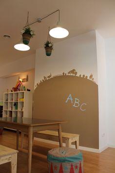 Una pared de pizarra Beige Garbancito en la Ludoteca Espacio Semilla en Mardrid #paredes #pintura #infantil #pizarra