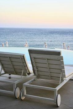 LILLA VILLA VITA Ocean Beach, Beach Club, Outdoor Furniture, Outdoor Decor, Sun Lounger, Summer, Home, Crete, Chaise Longue