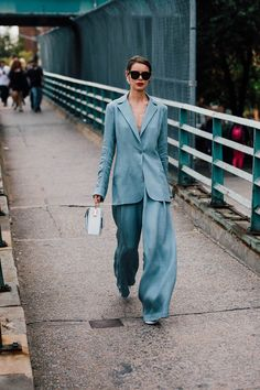 44 trendy clothes for women in young professional chic Clothes For Women In 20's, Suits For Women, Modern Suits, Trendy Outfits, Fashion Outfits, Fashion 2018, Estilo Blogger, Fashion Blogger Style, Fashion Bloggers